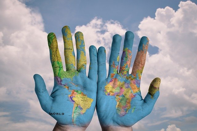 Verdenskart på hender